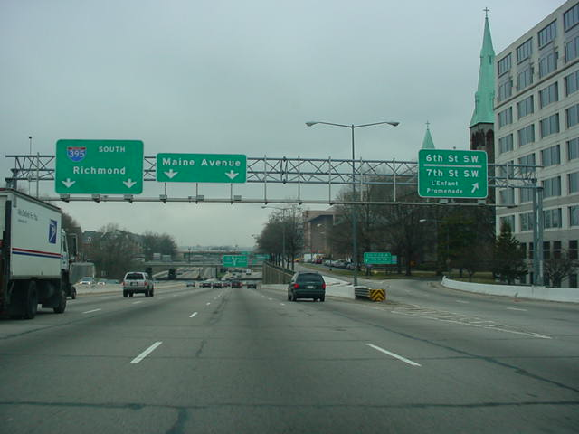 Interstate 395 South at 6th St. S.W. and 7th St. S.W.