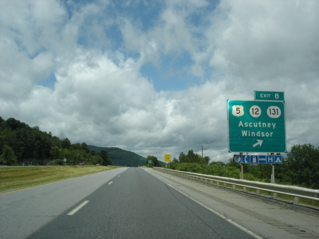 Interstate 91 North at Exit 8 - U.S. 5/Vermont 12/Vermont 131